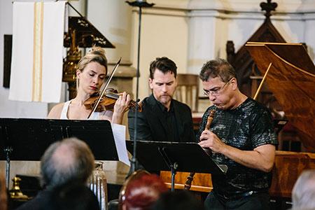 Photo: Members of House of Time, Tatiana Daubek, violin, Leon Schelhase, harpsichord, and Gonzalo X. Ruiz, oboe