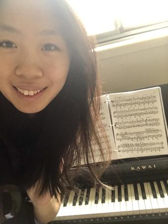 Photo of Anqi Huang, piano